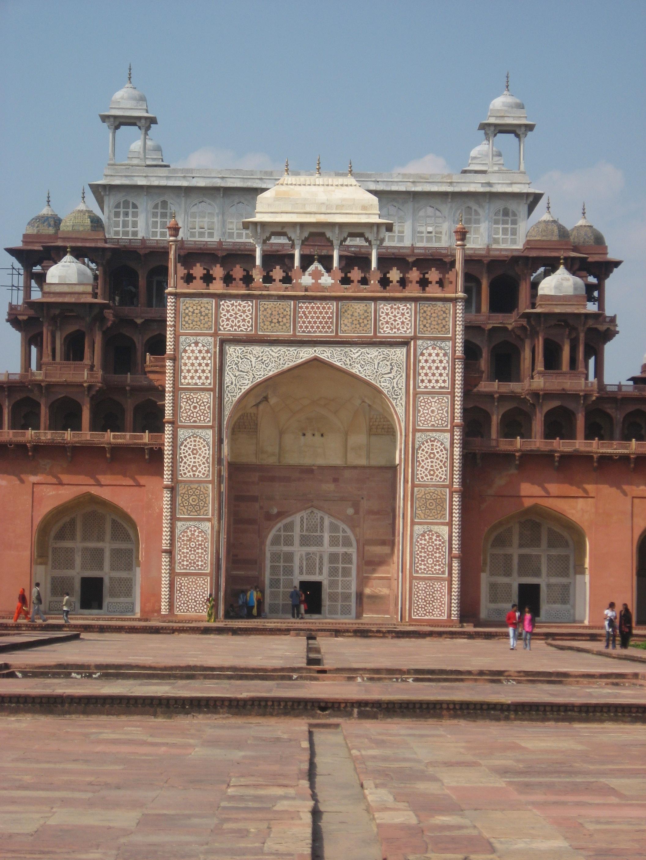 portale con chiostro al Forte di Agra