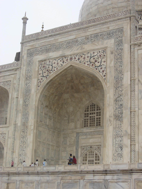 particolare della decorazione del portale al Taj Mahal