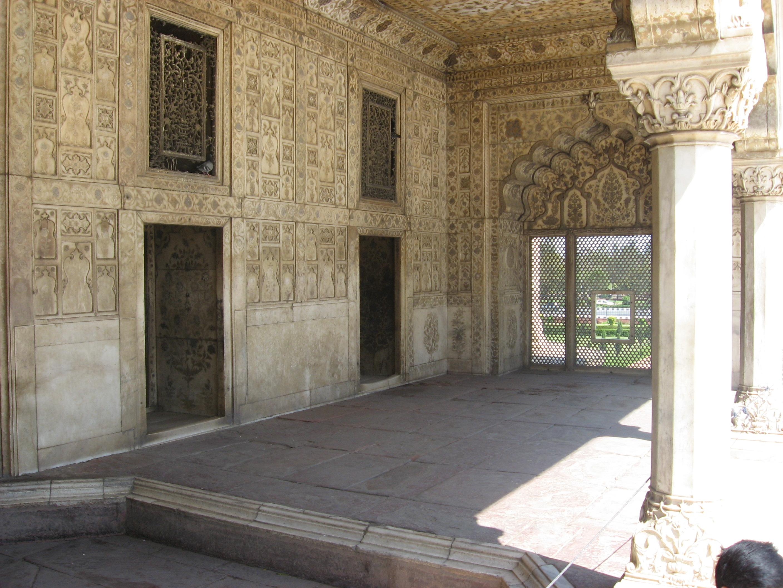 colonnato bianco al Forte di Agra