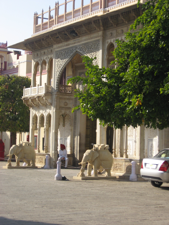 City palace, porta degli elefanti laterale