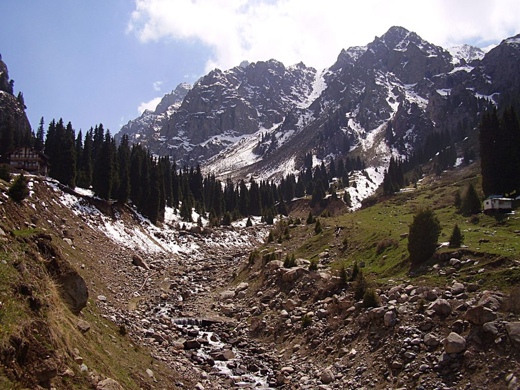 Sentieri a Shimbulak, lungo il torrente