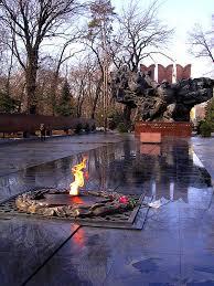 Parco di Panfilov: monumento ai caduti, cattedrale Zenkov, Almaty