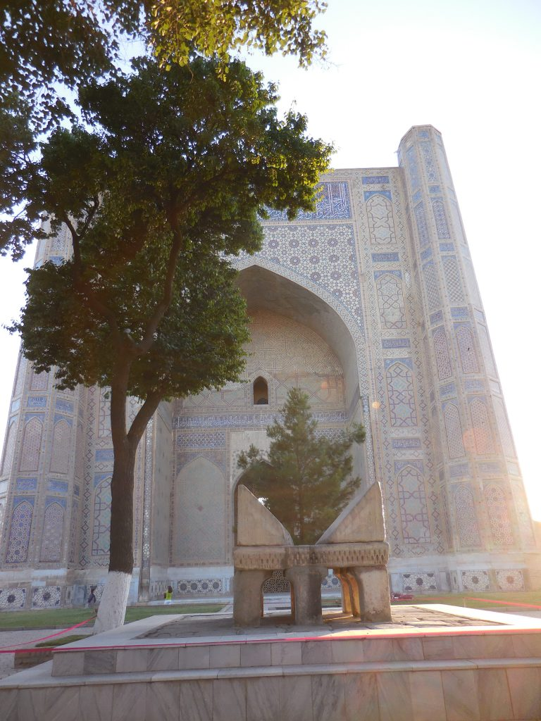 Il cortile interno della Moschea Bibi-Khanym