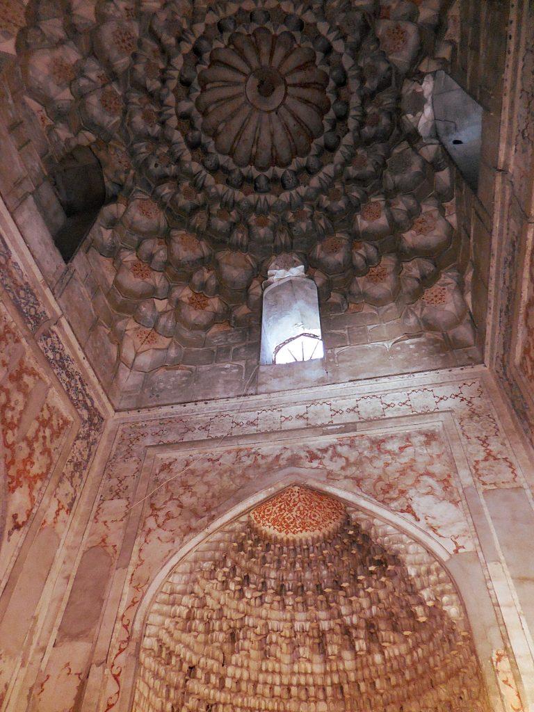 Particolare della Moschea interna della Madras di Ulugbek