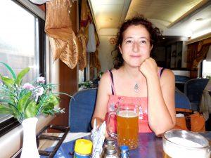 Nel vagone ristorante con la mia birra non filtrata
