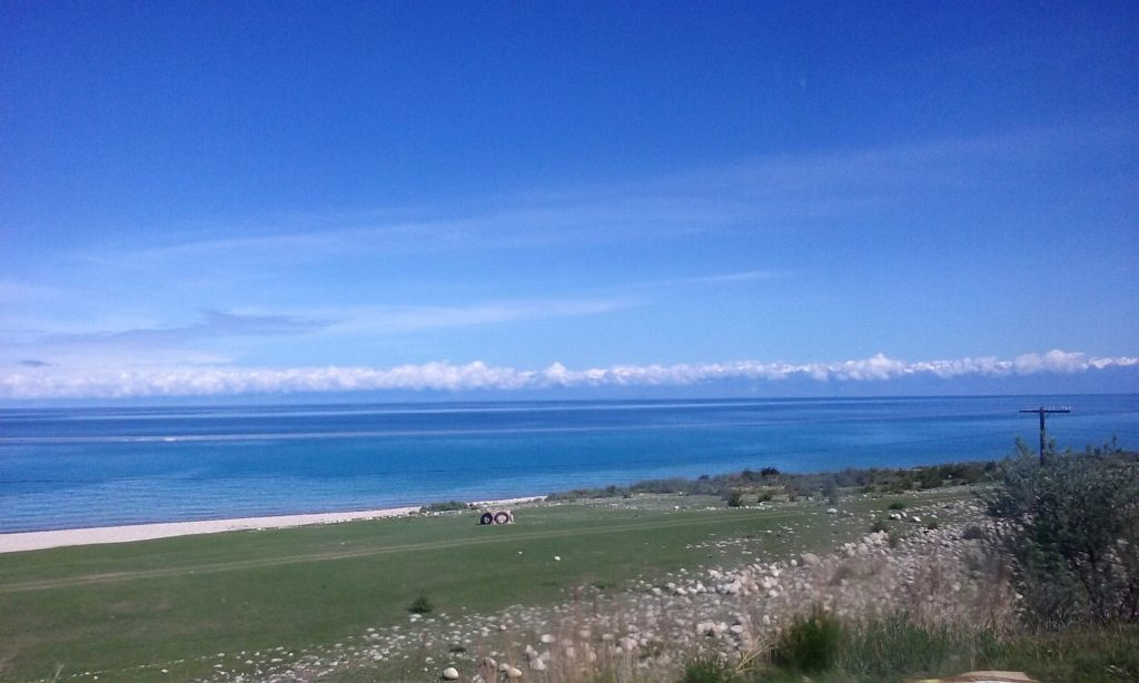 Riva del lago Issik-Kul