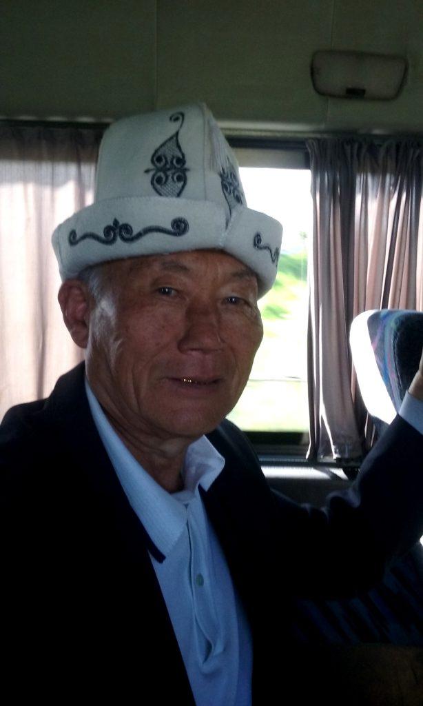 Vecchio kirghiso con Kalpak