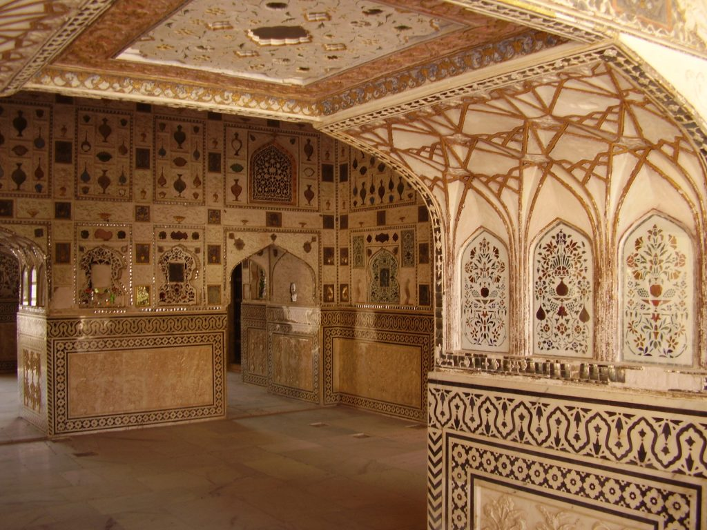 Decorazioni all'interno del Palazzo degli specchi. Forte di Amber e festival degli elefanti, Jaipur